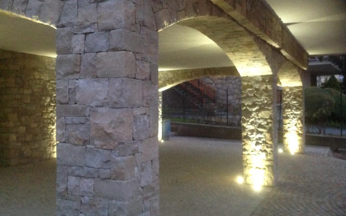 Pietra di credaro e pietre naturali lavorazione posa per for Costo per costruire pilastri di pietra